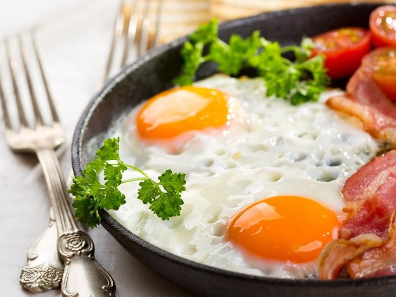 Как правильно жарить яичницк
